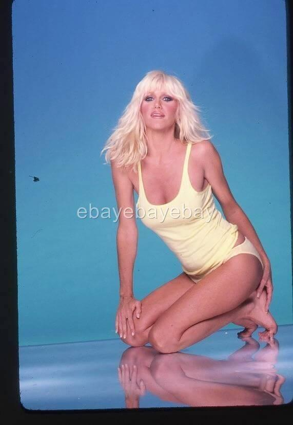 Suzanne-Somers-sexy-cleavage