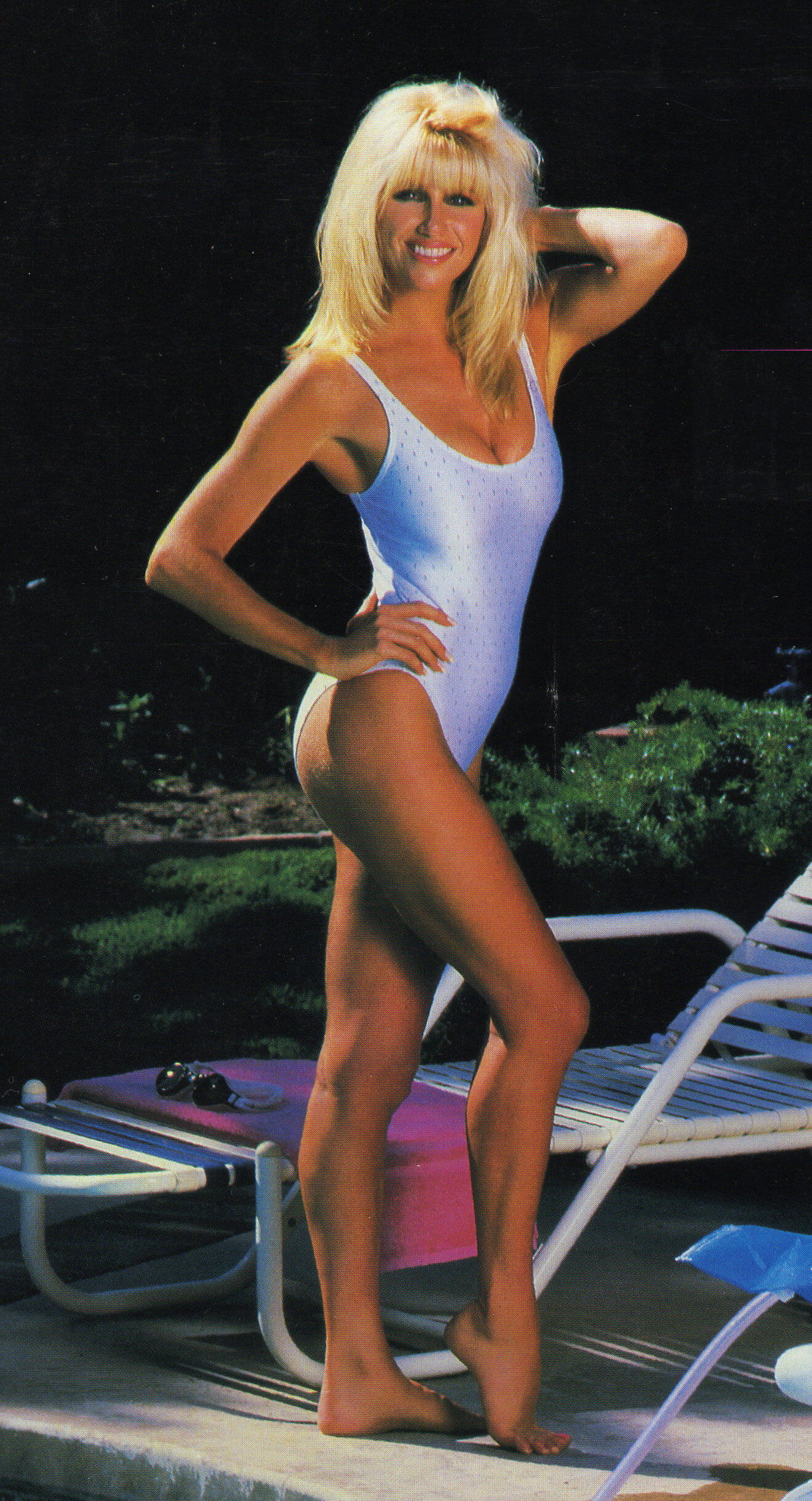 Suzanne Somers side boobs (2)