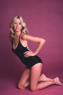 Suzanne Somers side boobs