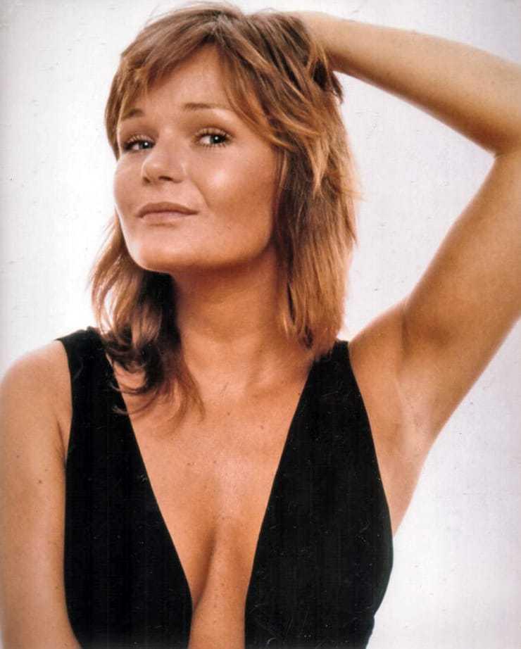 Valerie Perrine hot cleavage