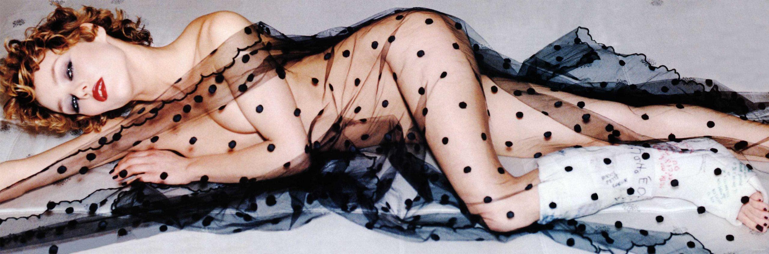 Vanessa Paradis cleavage