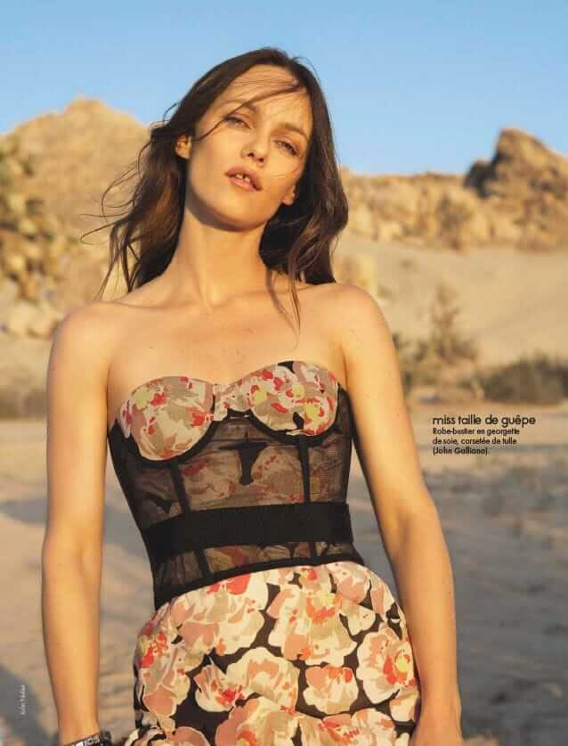 Vanessa Paradis sexy cleavage