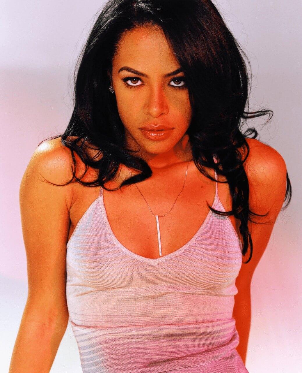 aaliyah-looking-sexy-1