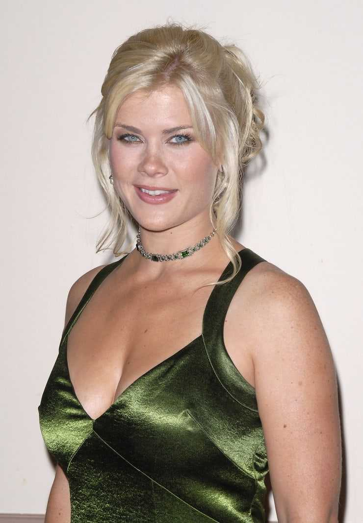 alison sweeney sexy cleavage