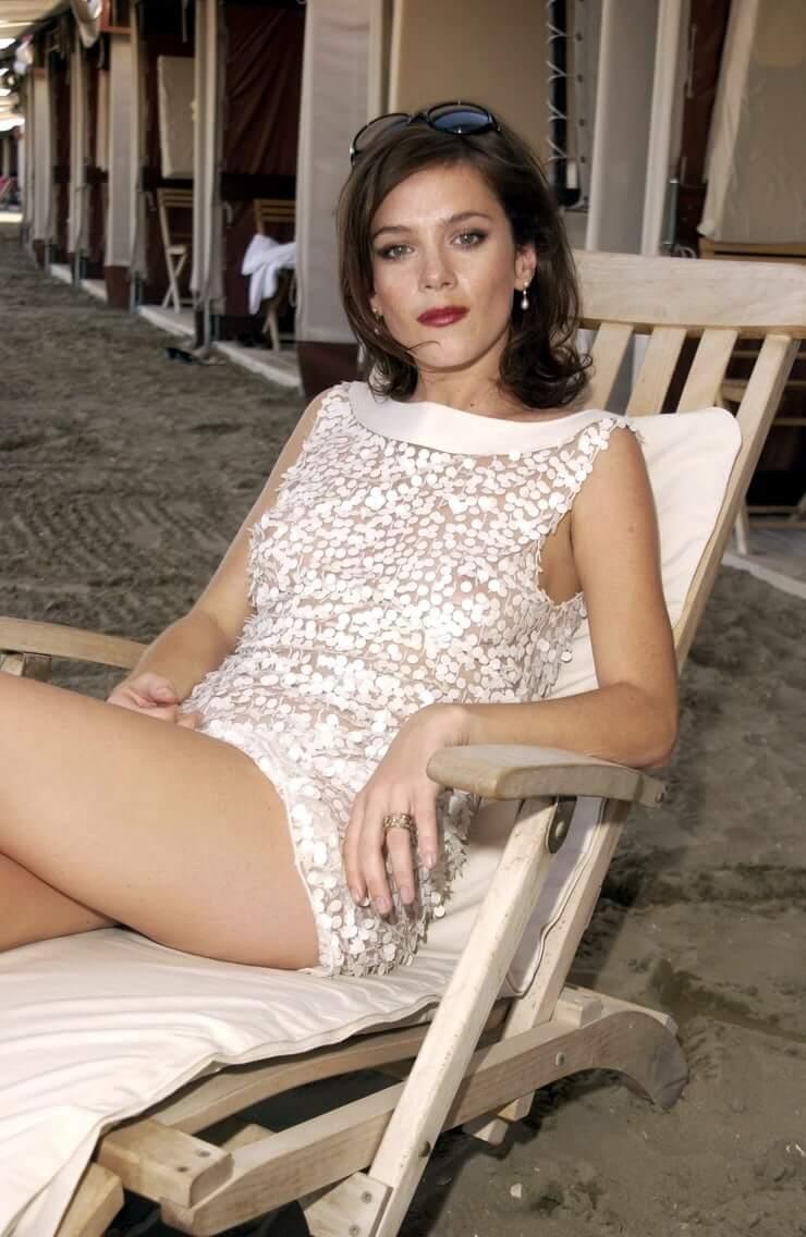 anna friel thighs