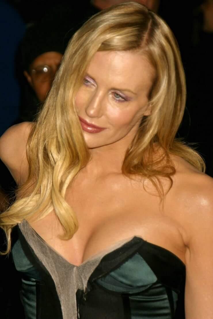 daryl hannah cleavage pics