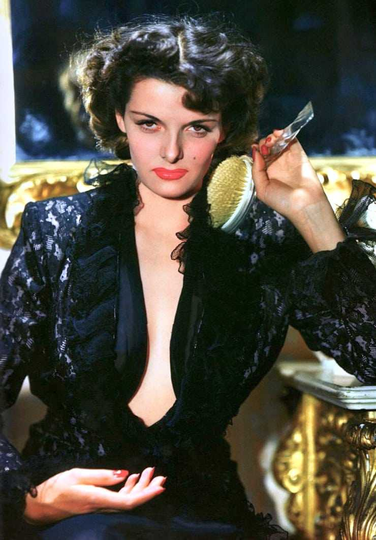 jane russell cleavage