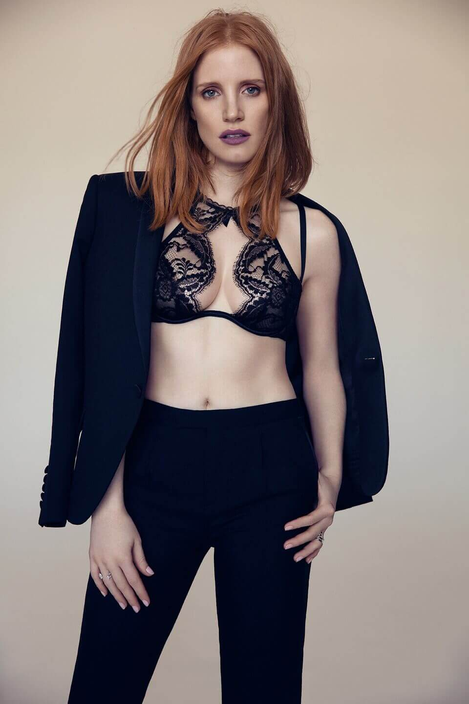 jessica chastain sexy look