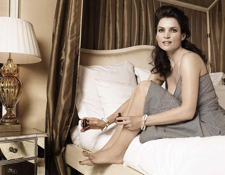 julia ormond bare feet