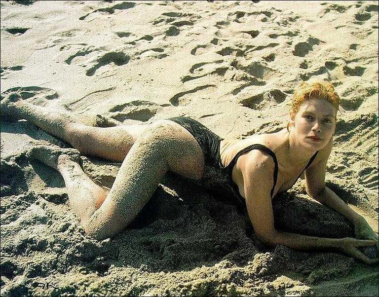 kelly mcgillis sexy body
