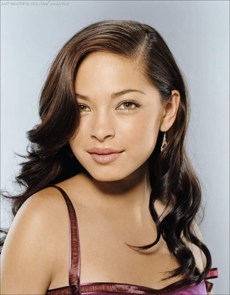 kristin kreuk looking hot