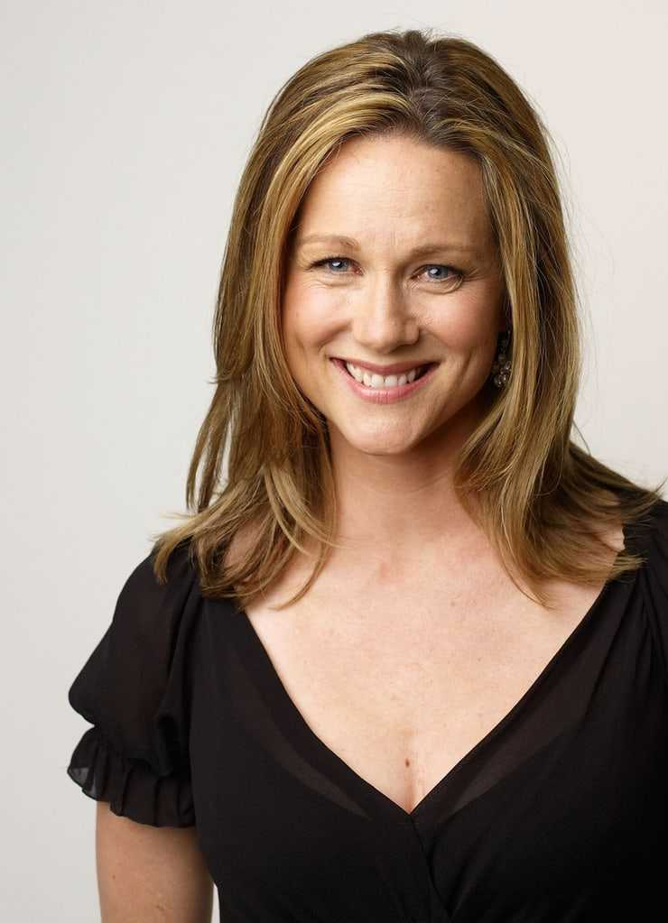 laura linney cleavage