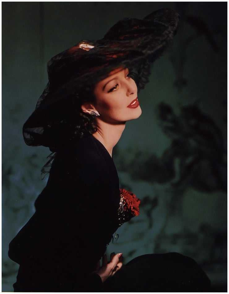 loretta young awesome look