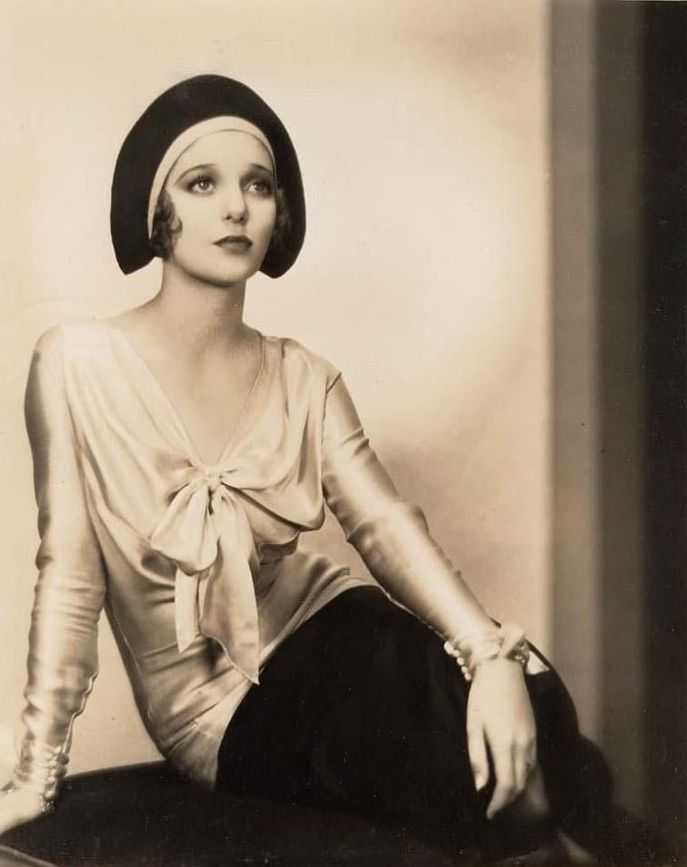 loretta young cleavage