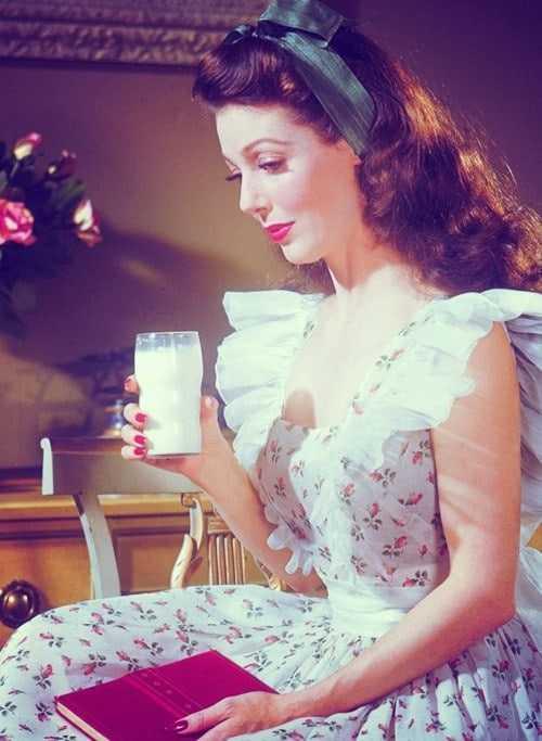 loretta young drinking milk