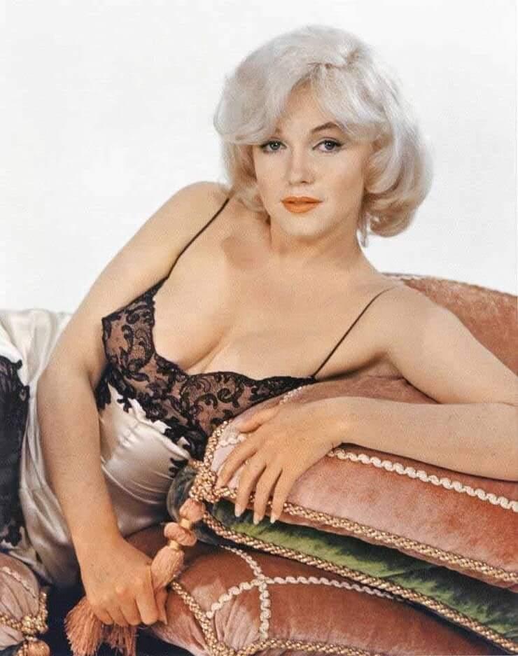 marilyn monroe cleavage