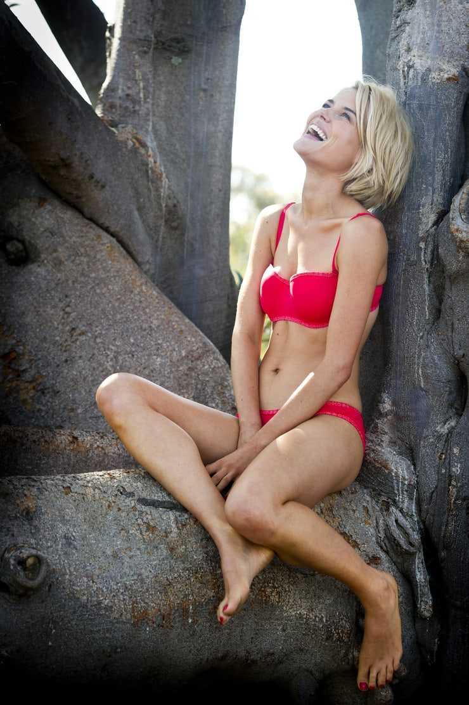 rachael taylor bare bikini