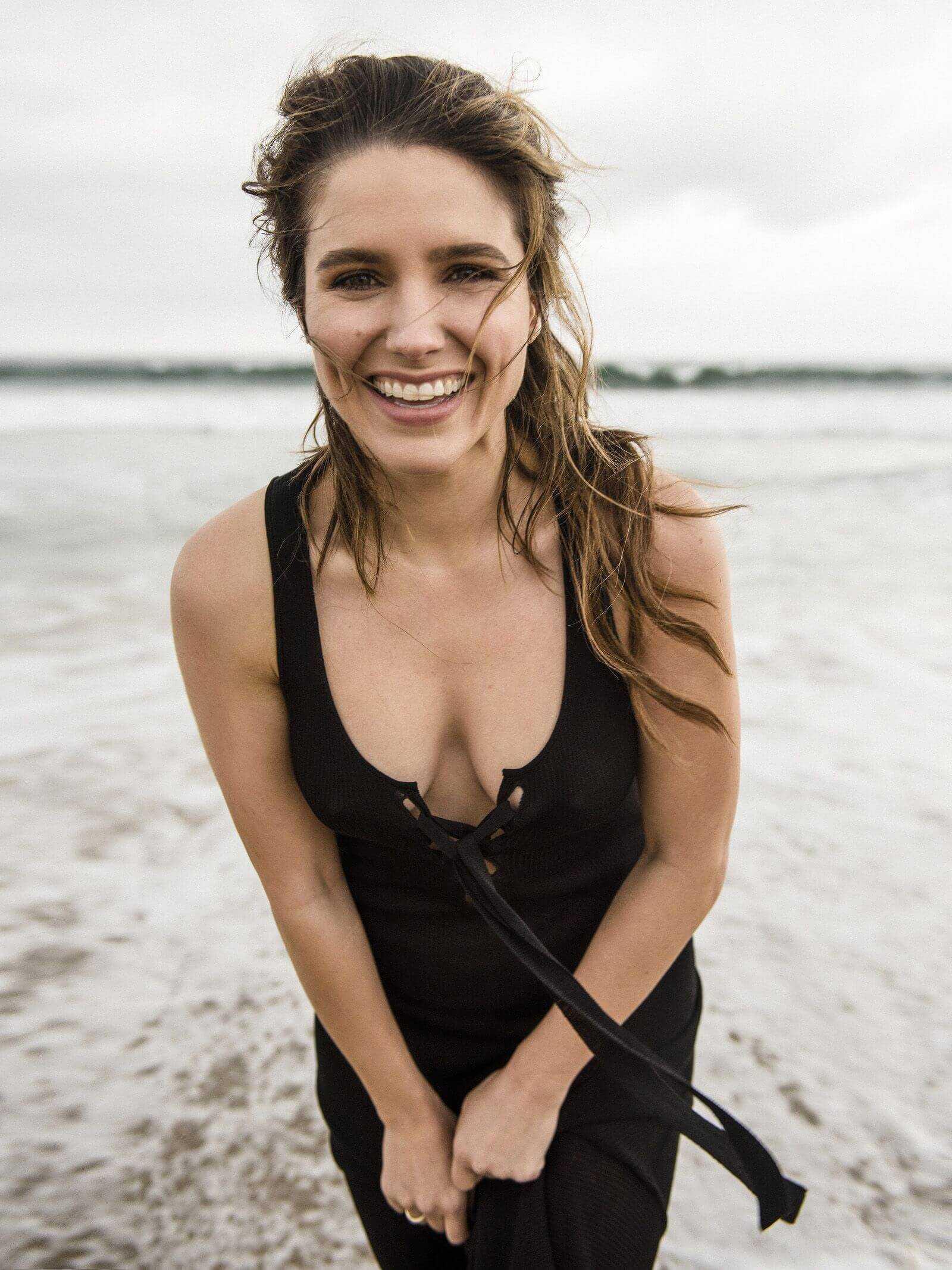 sophia-bush-hot-cleavage-pics