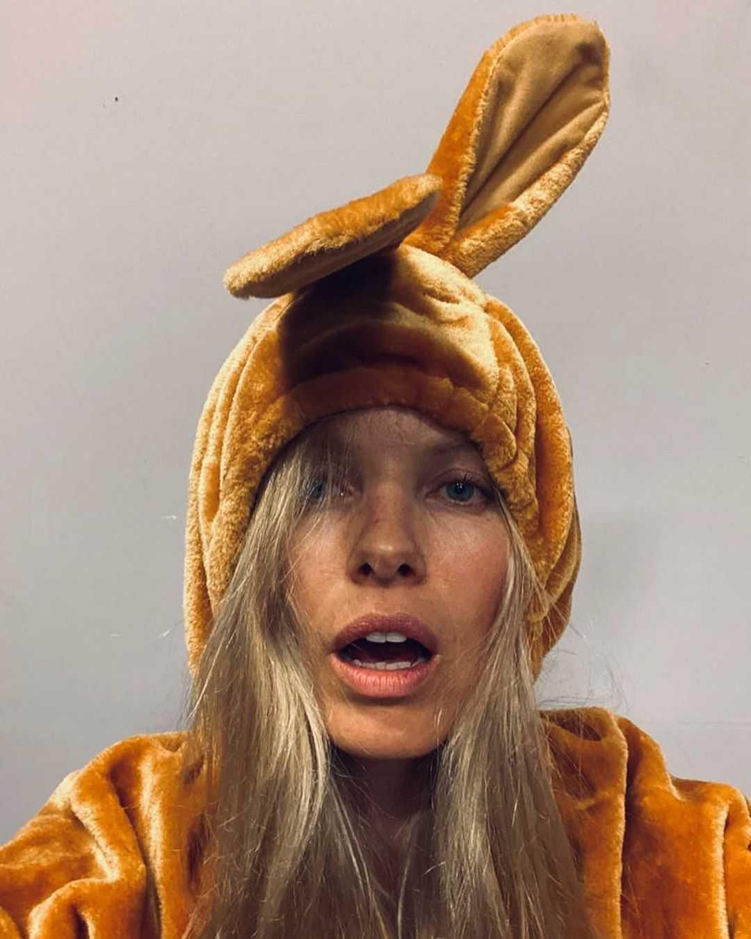 sophie meister bunny look