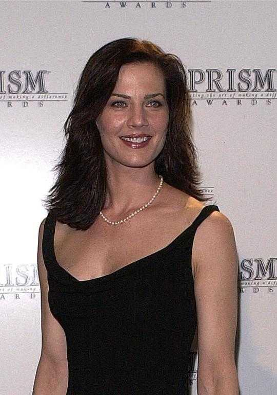 terry-farrell-hot-cleavage