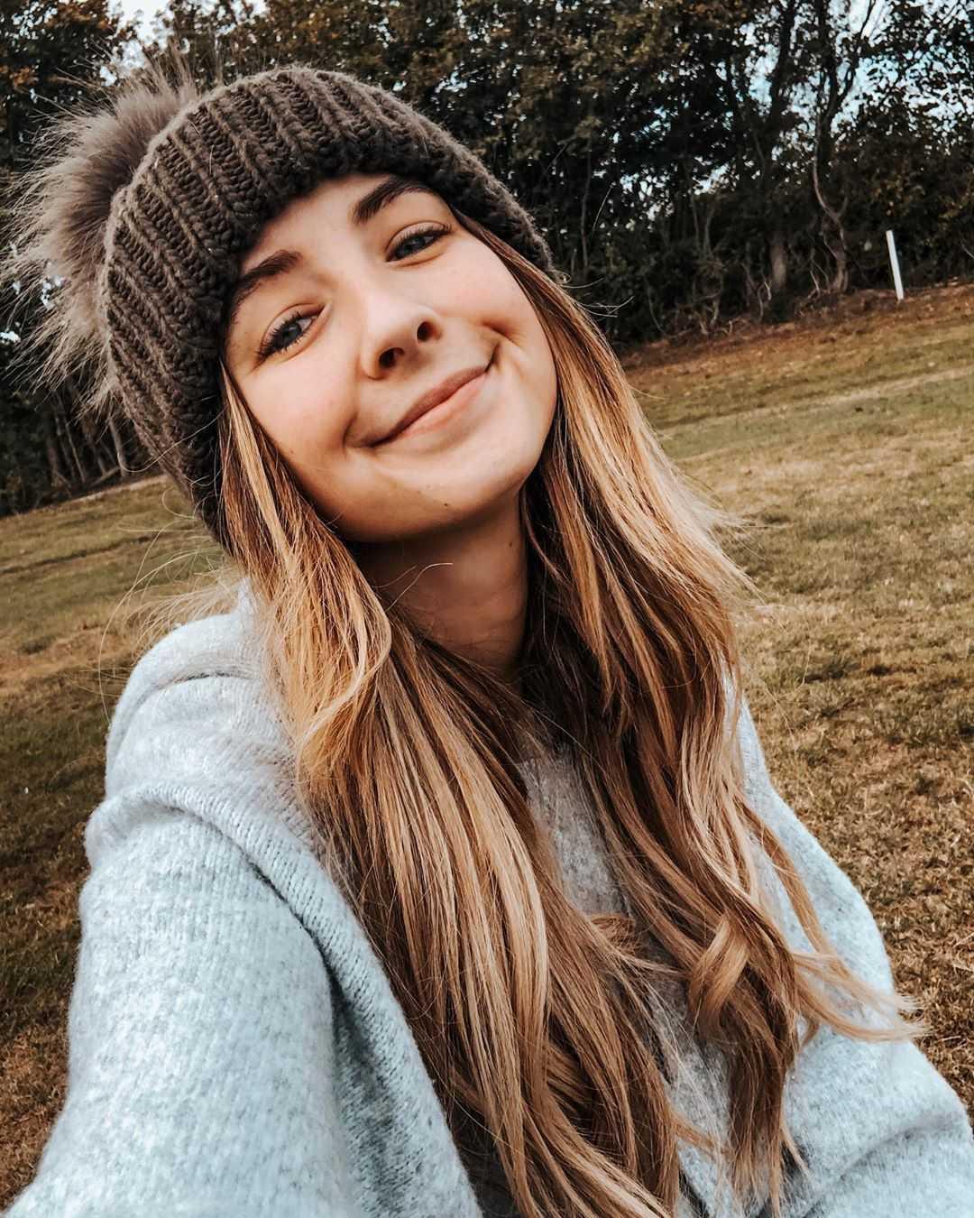zoella cute smile