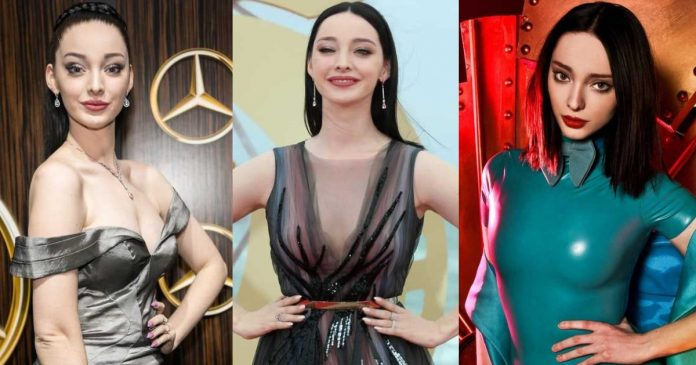 61 Emma Dumont Sexy Pictures Are Truly Astonishing