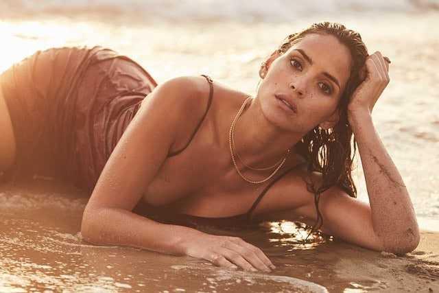 Adria Arjona sexy bikini