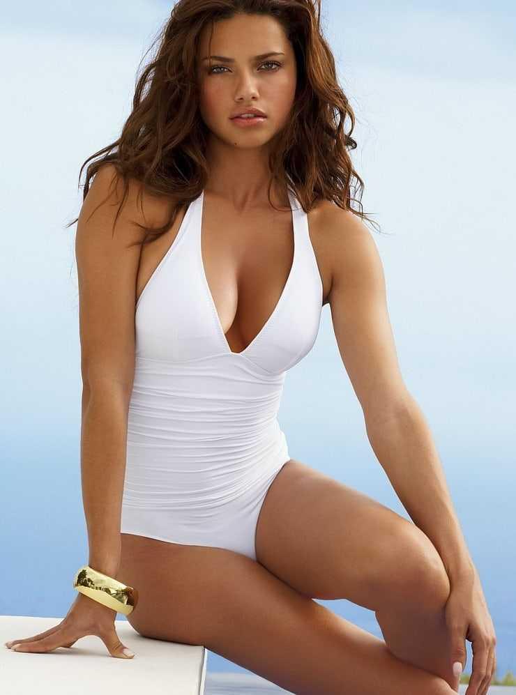 Adriana Lima stunning