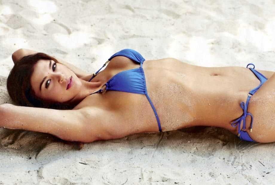 Adrianne Palicki side boobs '
