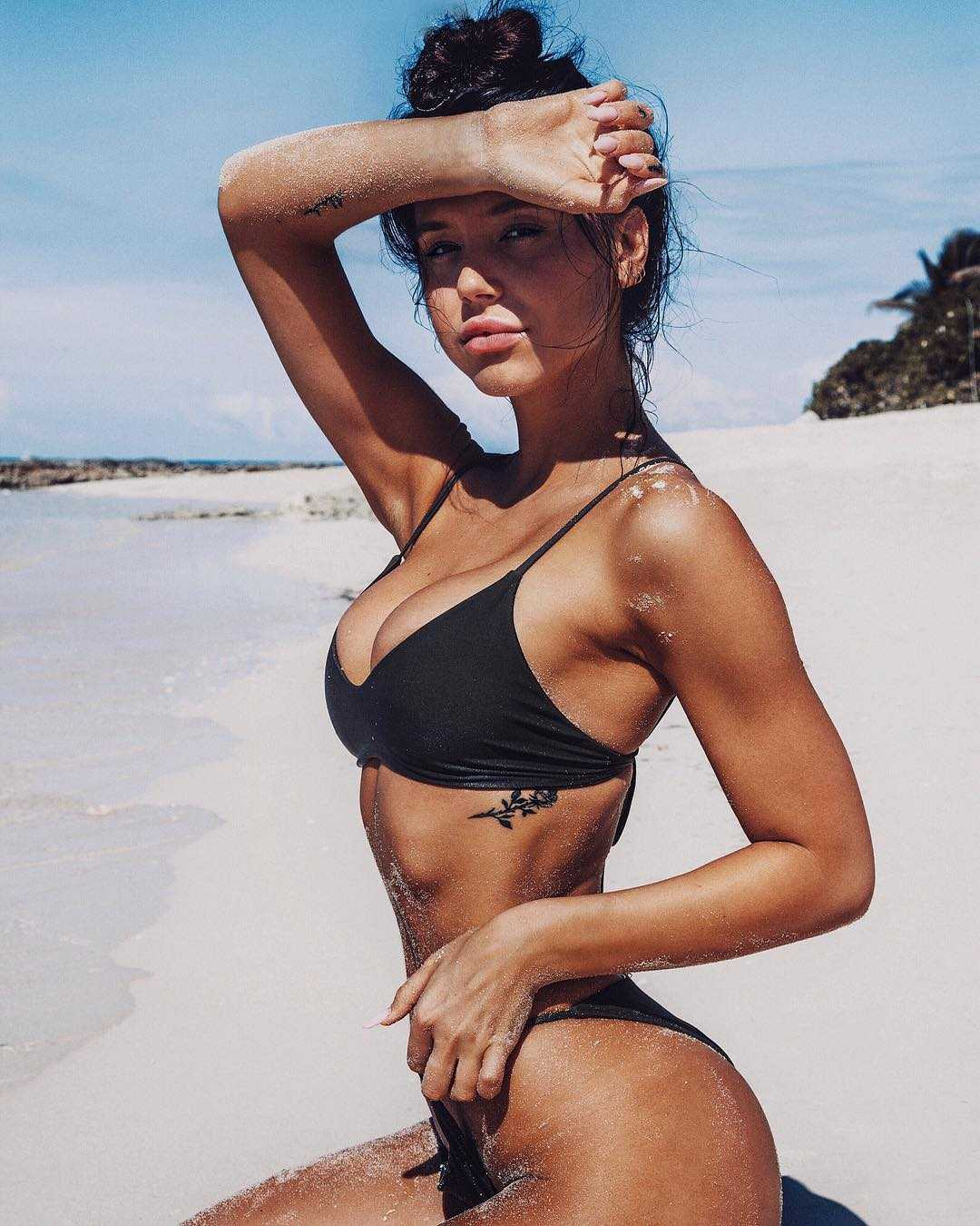 Alexis Ren bikini