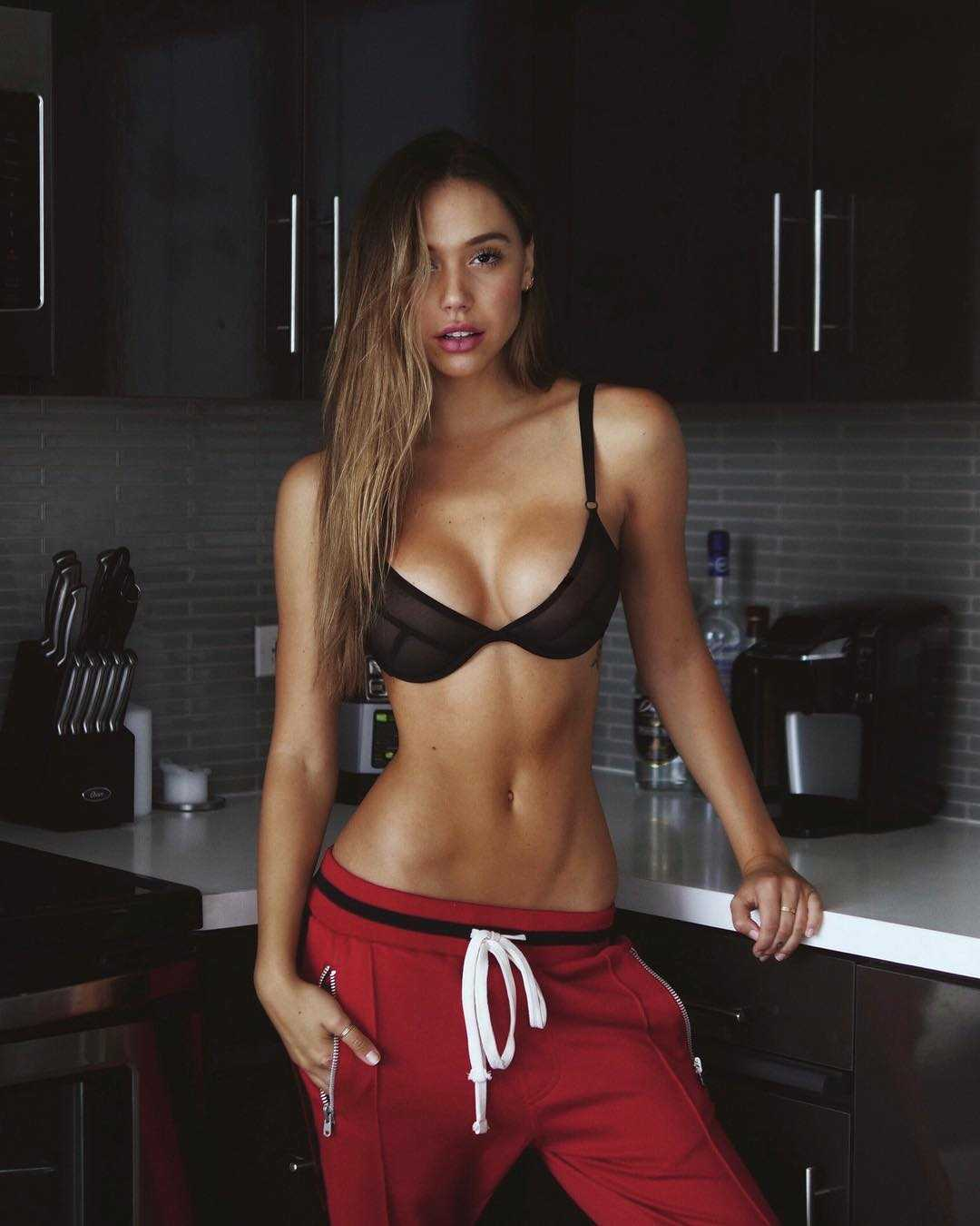 Alexis Ren hot cleavage