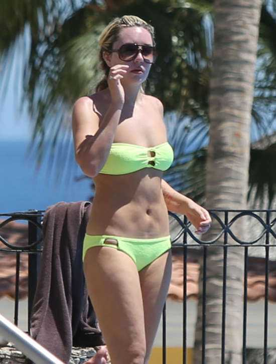 Amanda Bynes hot bikini
