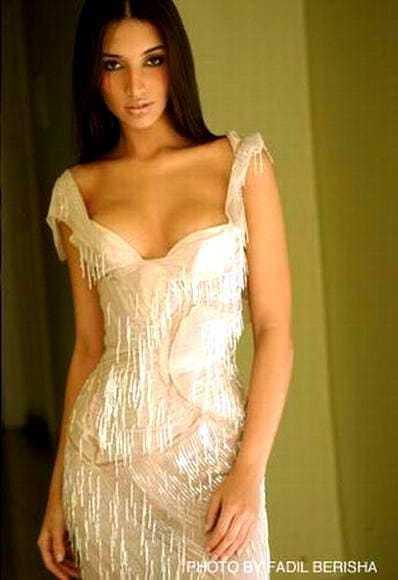 Amelia Vega  nackt