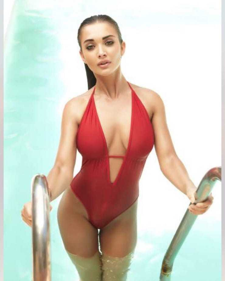 Amy Jackson sexy cleavage