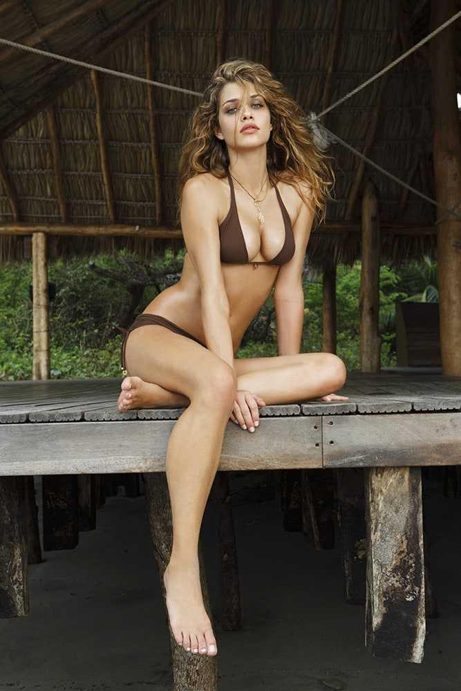 Ana Beatriz Barros sexy bikini pictures