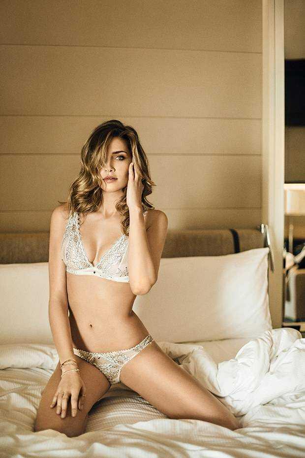 Ana Beatriz Barros sexy look pic