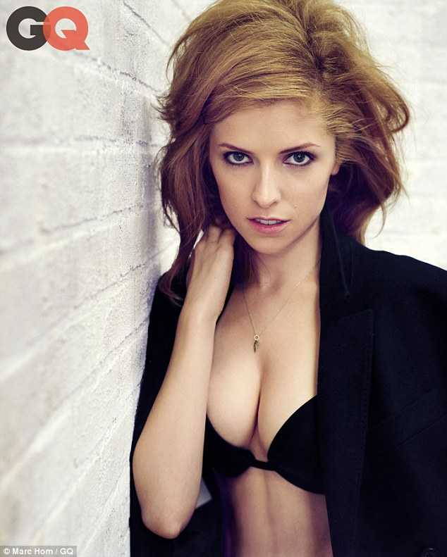 Anna Kendrick sexy cleavage