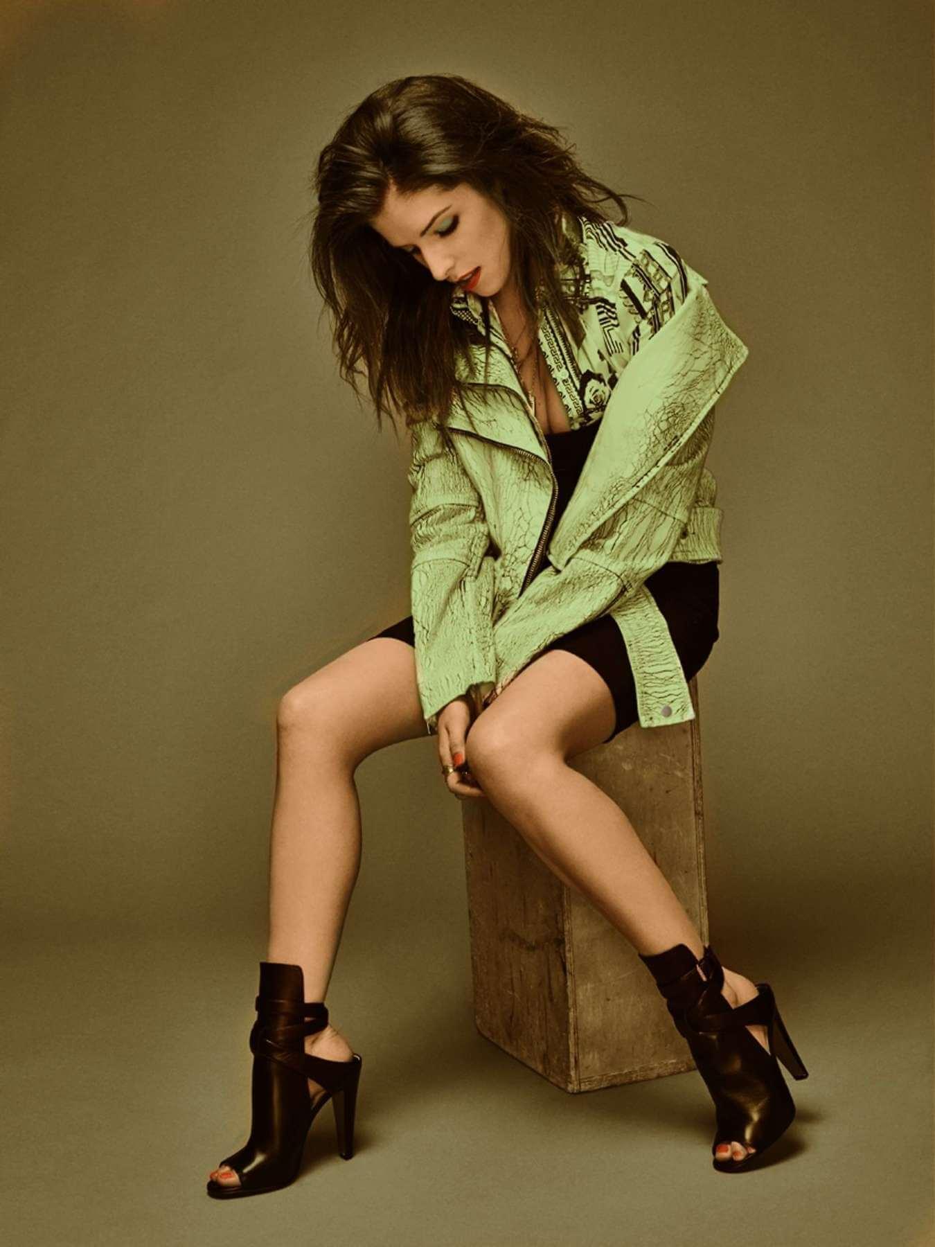 Anna Kendrick stunning