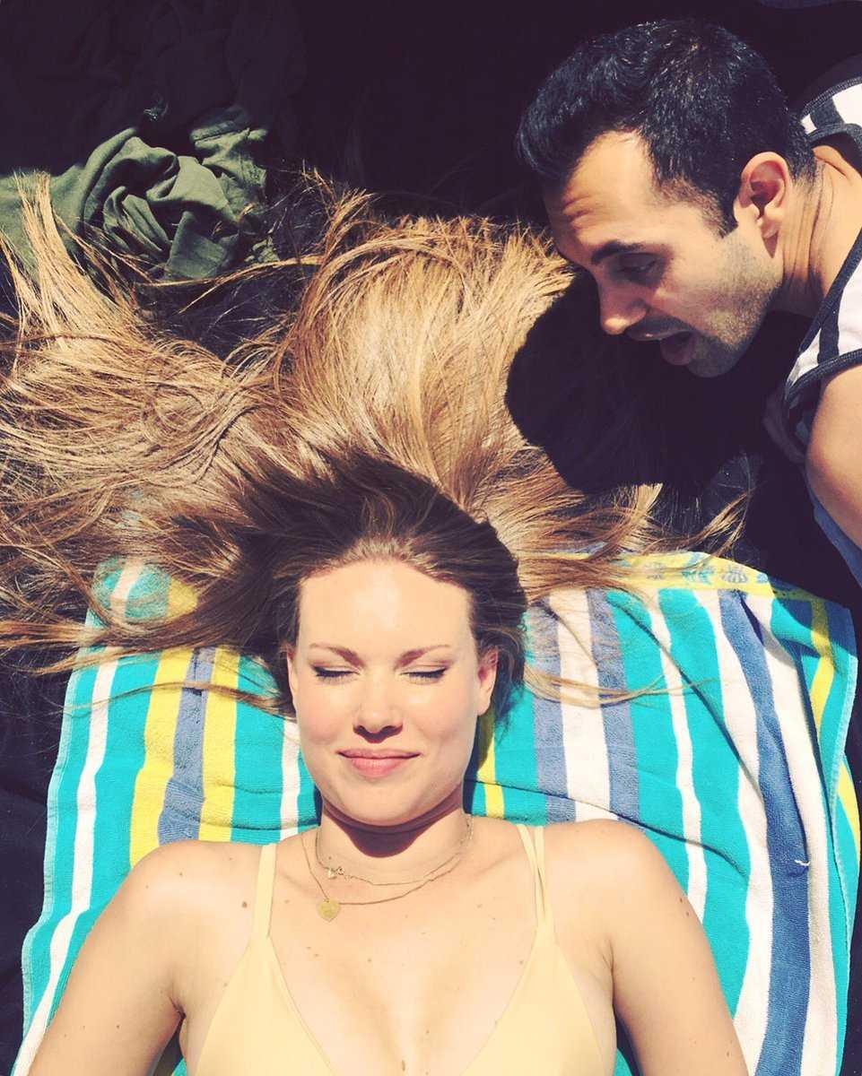 Anna Van Hooft topless