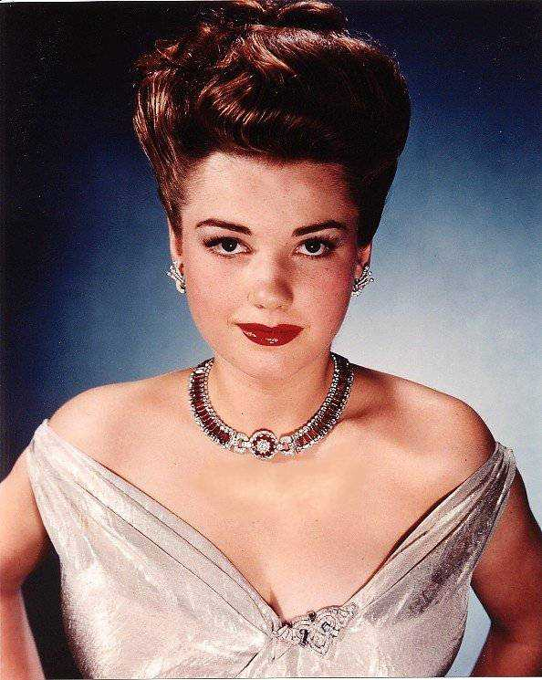 Anne Baxter hot pictures