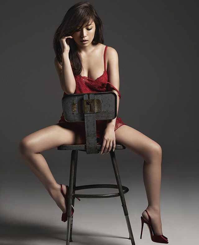 Ayumi Hamasaki boobs cleavage