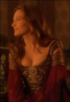 Catherine McCormack cleavage