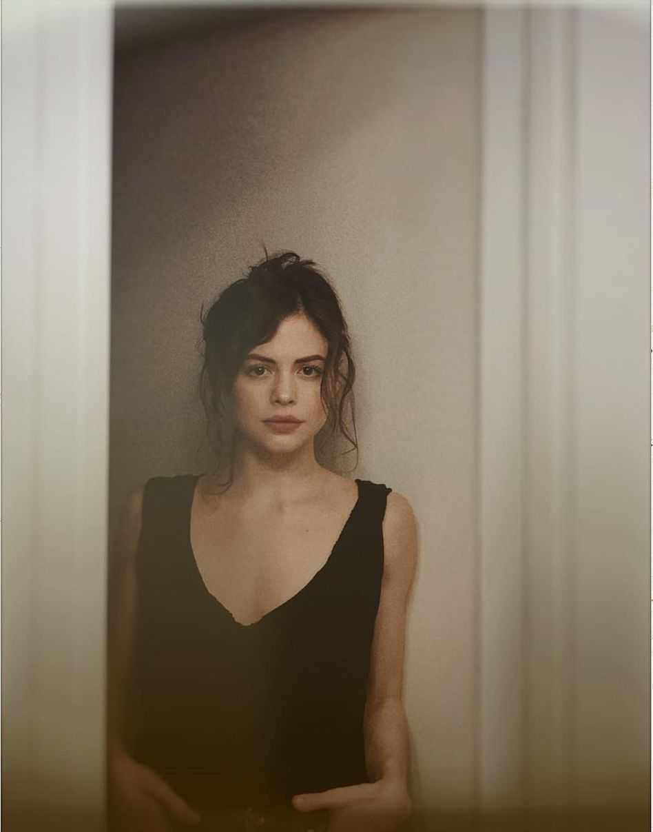 Conor Leslie cleavage