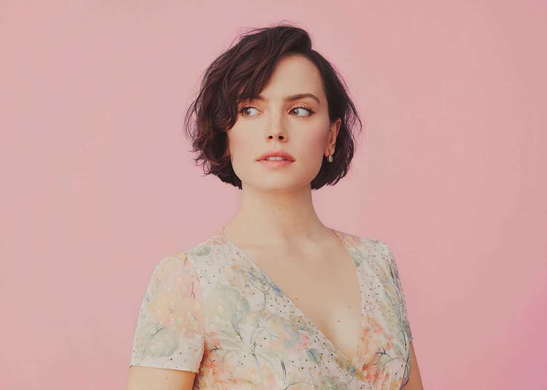 Daisy Ridley boobs cleavage'