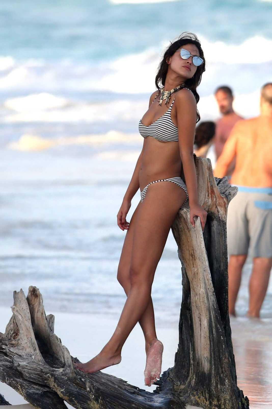 Eiza González hot bikini