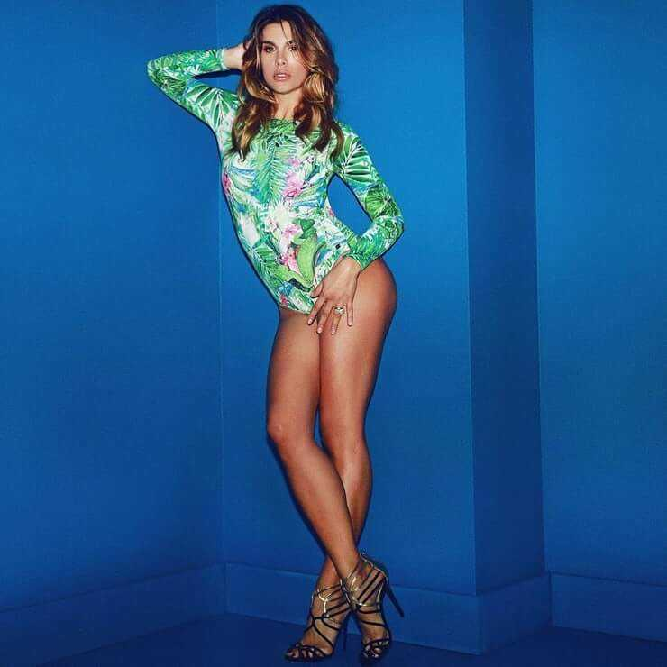 Elisabetta-Canalis-awesome-legs