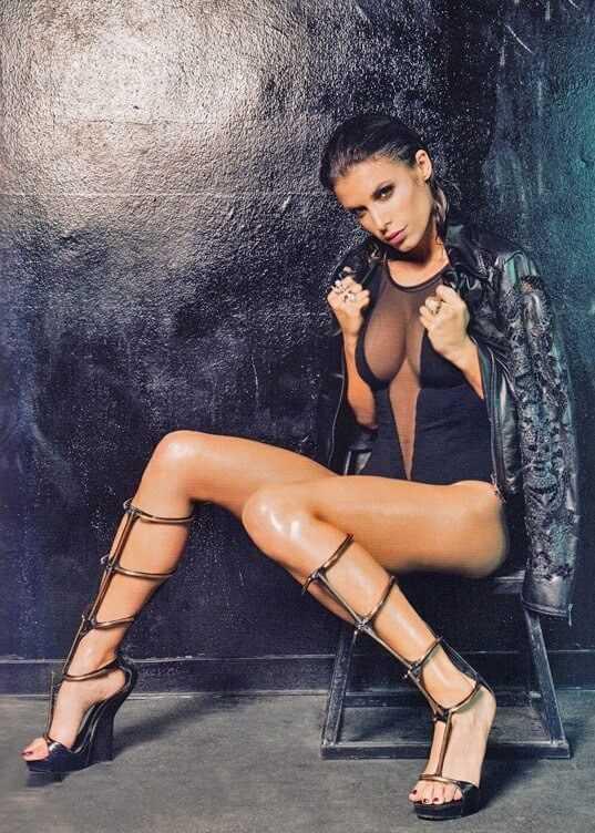 Elisabetta-Canalis-feet-high-heels-pics