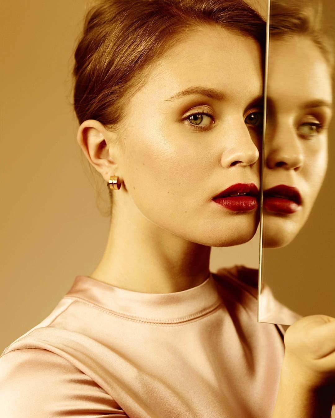 Eliza Scanlen sexy