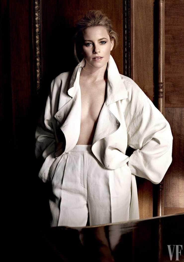Elizabeth Banks cleavage