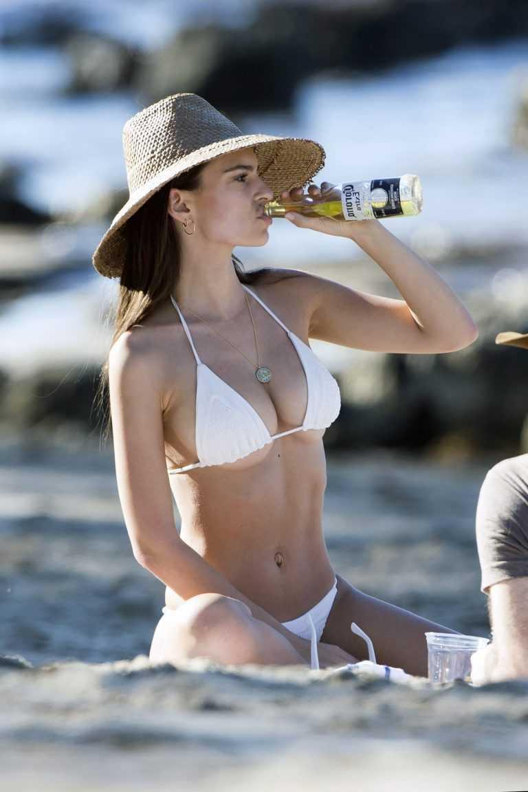 Elizabeth Banks hot bikini